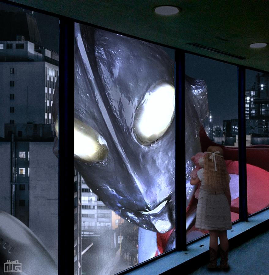 窓の外から覗いているウルトラマンの1枚です。