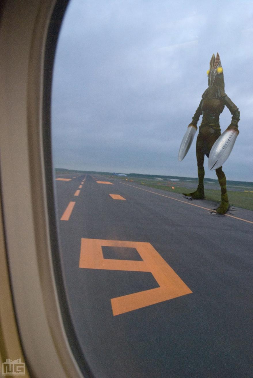 バルタン星人と空港<改>